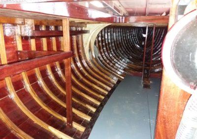 Int 5.5M kilpaveneen sisustus